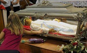 Il coporo della Santa nel snatuario della Madonna delle Grazie.