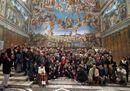 Il Papa accoglie i clochard nella Cappella Sistina: «Benvenuti a casa vostra»