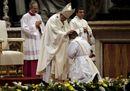 Il Papa ordina 19 sacerdoti: «Siate misericordiosi e non fate i pavoni»