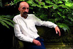 Jesús Carrasco, copywriter per la pubblicità, è al suo primo romanzo.