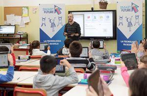 Solo tablet, niente libri: la terza elementare della scuola primaria Enrico Toti di Milano.