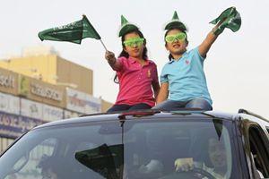 Due ragazze in Arabia Saudita (Reuters).
