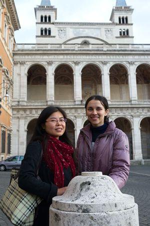 Da sinistra: Zhou con Maria Cristina Rubisse, Foto di Giancarlo Giuliani/Cpp.