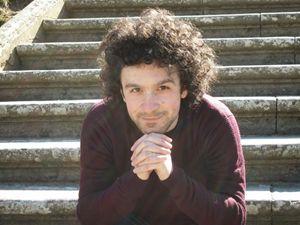 """Marco Balzano è nato nel 1978 a Milano, dove vive e lavora come insegnante di liceo. Con il primo romanzo, """"Il figlio del figlio"""", ha ottenuto vari riconoscimenti."""