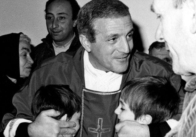 Auguri Di Buon Natale Al Vescovo.Natale Gli Auguri Scomodi Di Don Tonino Bello Famiglia