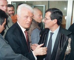 Caselli con il sostituto procuratore Guido Lo Forte al termine della prima udienza del processo a Marcello Dell' Utri, il 5 novembre 1997.