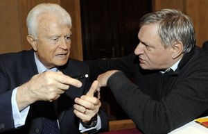 Il procuratore capo di Torino Gian Carlo Caselli con don Luigi Ciotti (foto Ansa)