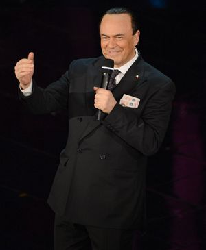 Maurizio Crozza nella parodia a Berlusconi a Sanremo (Ansa).