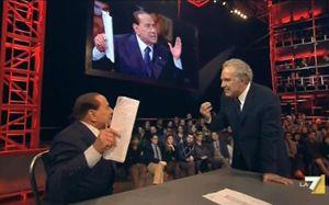 """Berlusconi e Santoro alla puntata di """"Servizio pubblico"""" del 10 gennaio (Ansa)."""