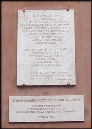 La lapide che ricorda il punto, a Roma, in cui ebbe inizio la caccia agli ebrei.