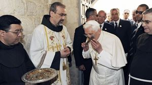 Padre Piazzaballa con il Papa a Gerusalemme nel 2009.