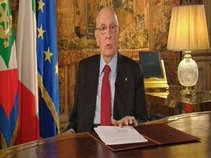 Il presidente Napolitano durante il discorso alla nazione pronunciato davanti alle telecamere.