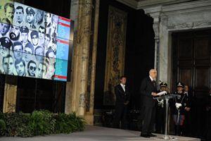 Giorgio Napolitano durante la cerimonia del 9 maggio 2011 particolarmente dedicata ai dieci magistrati uccisi dal terrorismo (foto Ansa)