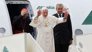 L'arrivo di Benedetto XVI a Beirut (Reuters).
