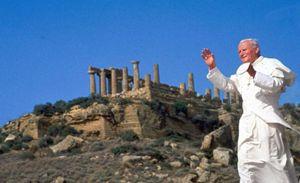 Giovanni Paolo II nella Valle dei templi il 9 maggio 1993 (foto Olycom)