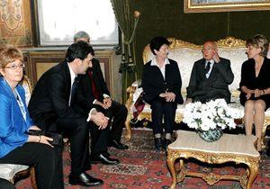 Accanto a Giorgio Napolitano le vedove Calabresi e Pinelli, il 9 maggio 2009 (foto Ansa)