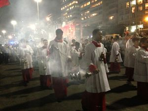 Un momento della Via Crucis del venerdì sera.