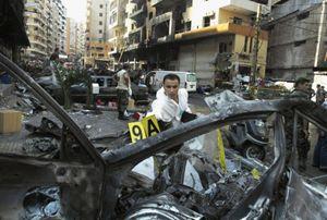 La scena di un recente attentato a Beirut (Reuters).