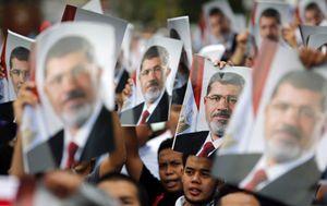 Una manifestazione dei Fratelli Musulmani in favore dell'ex presidente Mohammed Morsi (Reuters).