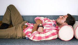 """Il braccialetto """"Up"""" ti assiste anche nel pisolino: dopo un po' ti butta giù facendoti riposare né troppo né troppo poco."""