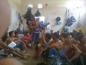 Le condizioni di detenzione nelle carceri libiche sono disumane e i reclusi sottoposti a ogni genere di abuso.