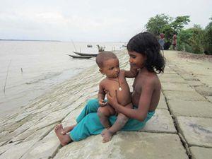 Bambini nel villaggio di di Banisanta, Bangladesh ©Caritas ambrosiana