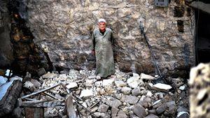 Aleppo: le macerie dopo un bombardamento aereo