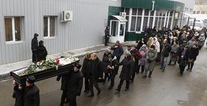 I funerali di una delle vittime dell'attentato di Volgograd (Reuters).