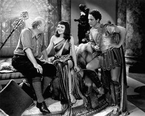 Cecil B. De Mille sul set de Il segno della croce, con Claudette Colbert e Fredric March.