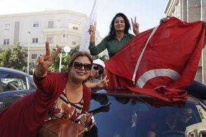 La gioia delle sostenitrici di Nidaa Tounes in tunisia (Reuters).