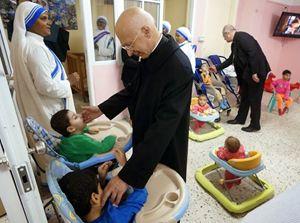 Il cardinale Angelo Bagnasco in visita a Gaza con la presidenza della Conferenza episcopale italiana (Cei). Foto di Andres Bergamini.