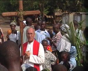 don Maurizio Boa durante una celebrazione a Kissi Town