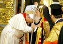Il Papa e il Patriarca, un abbraccio per unire i cristiani