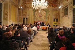 La sala gremita di Castano Primo. Nella foto in copertina: Alberto Nobili interviene all'incontro (foto Cattaneo-Innocenti).