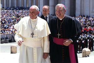 Monsignor Santo Marcianò con papa Francesco durante l'udienza concessa ai Carabinieri.  Foto: Ordinariato militare in Italia,