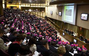Un'immagine del Sinodo straordinario dei vescovi sulla famiglia (5-19 ottobre 2014). Foto Reuters.