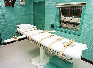 Il lettino della pena capitale di Huntsville, in Texas. In copertina: Scott Panetti.