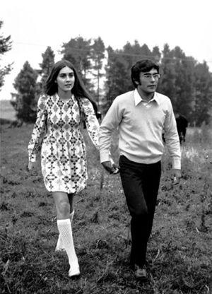 A sinistra: Al Bano e Romina Power da ragazzi, ai tempi del matrimonio.