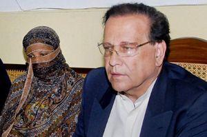 Quand'era governatore del Punjab Salman Taseer prese apertamente le difese di Asia Bibi (qui è con lei, uscita dalla cella con un permesso speciale, in una conferenza stampa)  e contro l'iniqua legge sulla blasfemia. E' stato ucciso nel gennaio 2011.