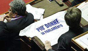 La campagna per avere più donne in Parlamento (ansa).