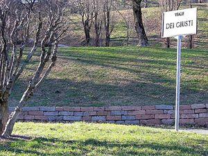 Il Viale dei Giusti, sempre nel Giardino creato sul Monte Stella, a Milano.