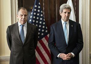 Il ministro degli Esteri russo Lavrov (a sinistra) e il segretario di Stato Usa Kerry (Reuters).