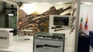 Un altro degli stand della Cavour dedicati alla produzione italiana di armamento.