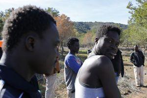 Un gruppo di migranti (Reuters).
