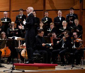 Sopra: l'Orchestra Verdi. In alto: il Collegium Iuvenum Stuttgart.