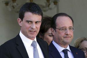 Manuel Valls (a sinistra) con il presidente Hollande (Reuters).