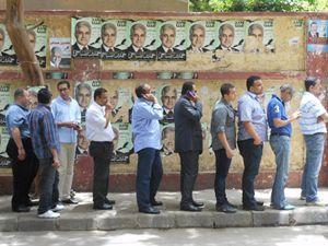 Code al Cairo per il voto (foto G. Mastromatteo).