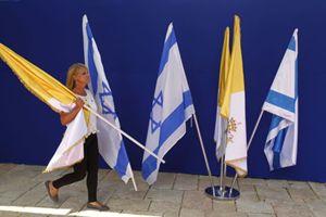 Preparativi a Gerusalemme per la visita del Papa (Reuters).