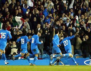 Gli azzurri gioiscono per la vittoria ai Mondiali.