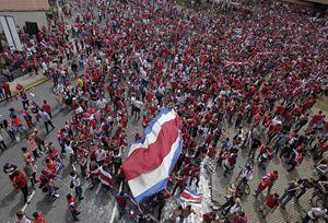 Marea di tifosi del Costa Rica (Reuters).